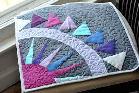 6 Free-Motion Quilting Designs Anyone Can Learn & Meandering stitch Adamdwight.com