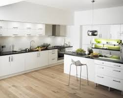 Schickes design modernes Haus Küche Ideen mit weißen Holz Küche