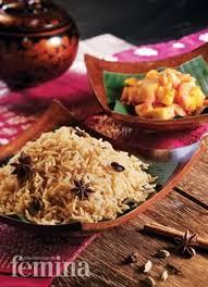 Sekilas memang terlihat seperti nasi goreng, tapi rasanya sangat jauh berbeda. Femina Co Id Nasi Minyak Dan Sambal Nanas Masakan Masakan Indonesia Resep Masakan