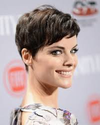 easy short hairstyle with side swept bangs 2017 very short hairstyles for women