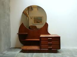wooden dressing table with round mirror