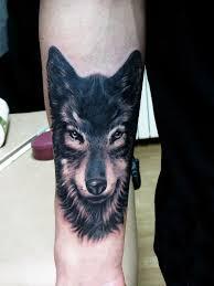 тату волк на руке фото в салоне Tattoo Times