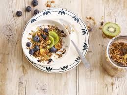 Muesli met yoghurt en vers fruit