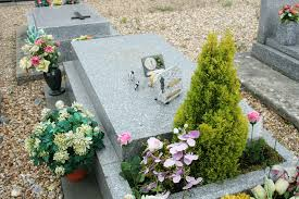 la tombe de bourvil à monnville wikimédia