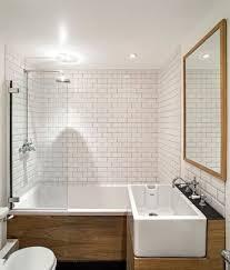 15 lindas ideias de banheiros brancos para voc se inspirar. White Subway  TilesWhite Tiles Grey GroutSmall ...