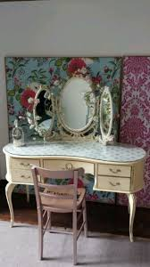 french queen anne dressing table