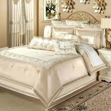 cream colored quilt