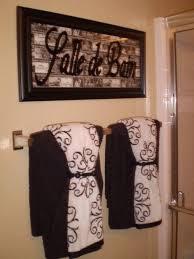 LOVE the idea of puttin french words around the house salle de bain=bath  room