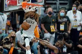 NBA-Finals: Giannis Antetokounmpo spektakulär, Matchball für Milwaukee  Bucks gegen Phoenix Suns - DER SPIEGEL