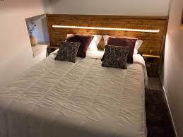 Para fazer sua cabeceira de pallets, procure uma peça que tenha o comprimento aproximado com o da sua cama. Cabeceira De Cama Em Paletes Homify