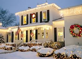 Best Way To Hang Icicle Lights On House Heres Everything You Need To Know To Hang Christmas Lights