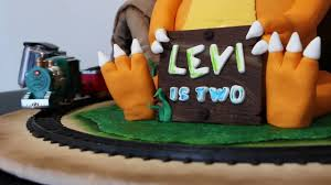 Dinosaur Train Cake With Operating Train Set And Tunnel Youtube
