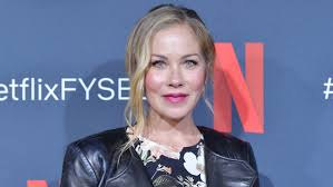 The dead to me actress, 49, shared the news on social media monday night. 9yrlgnt3280dhm