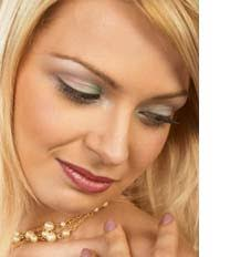 makeup tips for hazel eyes start off with natural colors you can choose for clic daytime
