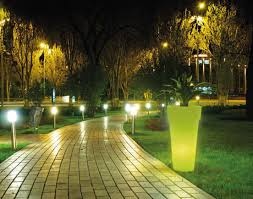 Lanterne Per Esterni Da Giardino : Lampioni e lanterne ermini mondo vasi