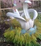 Клумба лебедь