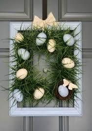 Центърът на вашата великденска декорация за маса може да бъде и голяма стъклена ваза с много пролетни цветя. Kak Da Dekorirame Vhodnata Si Vrata Za Velikden