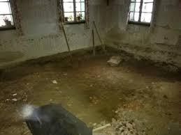 Im eg ist ein flur mit einem ca. Losung Fur Feuchten Boden Im Erdgeschoss