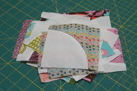 STITCHED by Crystal: Tutorial: Quilting curves - The Drunkard's Path & To make your Drunkard's path quilt, you will need a template to cut your  pieces. Decide how big you want your quarter circle to be. Adamdwight.com