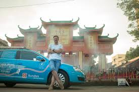wiebe wakker is traveling from the netherlands to australia in an electric car without any