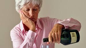 Алкоголизм в пожилом возрасте причины болезни вызванные спиртным  Алкоголизм пожилых как бороться с проблемой