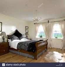 Eine Traditionelle In Neutralen Schlafzimmer Holz Doppel