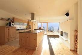 Moderne Holzküche Große Wohnküche mit Kochinsel in Fichte Altholz