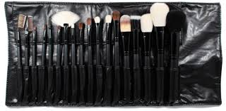 morphe brushes set 18. again, from the initial glance, brushes seem to look functional and fairly well made. after testing them out, i cannot say that they are. morphe set 18 y
