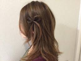 自分の髪でリボンを作るワンポイントのリボンヘアアレンジ松井愛士