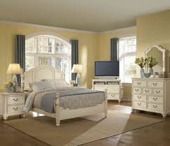 Shaker Bedroom Furniture Sets Great White Shaker Style Bedroom Furniture Greenvirals Style