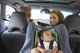 baby in cat with family in the car
