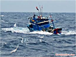 Tàu hỏng máy, 10 ngư dân trôi tự do ở vùng biển Trường Sa - Báo Gia Lai  điện tử - Tin nhanh - Chính xác