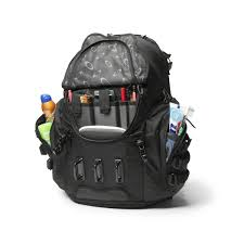 Amazoncom Oakley Mens Kitchen Sink Backpack One Size Stealth