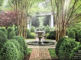 Fontaine Design Jardin Petit Jardin Formel Avec Lurne De La Fontaine Design Diy