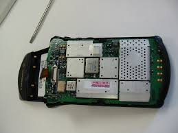 first motorola startac. at this point, you can pull out the dual circuit board assembly. also have to antenna sheathing before do this. top comes first motorola startac