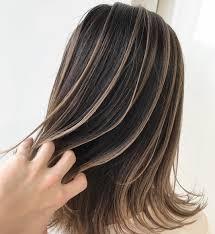 自分で髪にメッシュを入れるやり方とはおすすめの入れる場所も Cuty