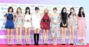 Twice Gaon Chart 2018 Pic Twice Di Red Carpet The 8th Gaon Chart Awards Hari