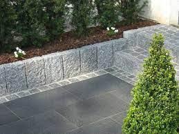Palisaden aus granit sind ihren preis wert. Idee Treppe Hellgrauer Granit Randstein Als Beeteinfassung Garten Beeteinfassung Vorgarten Ideen