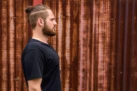 Картинки по запросу длинные волосы челкой мужские прически 2021 Modnye Muzhskie Strizhki 2021 100 Foto Trendy Top Luchshih Prichesok Dlya Muzhchin I Tendencii