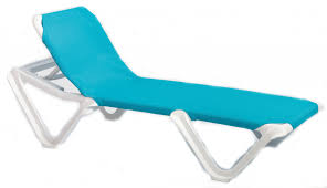 pool chaise lounge chairs resin lounge chairs ideas