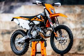 2018 ktm 250 exc. interesting 250 aside from the obvious fuel injection 2018 300 exc tpi machine hasnu0027t  changed too much overall previous model so if you liked 2017 bike  and ktm 250 exc