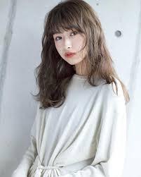 丸顔女子に似合うパーマロングヘアスタイル黒髪前髪ありなし別小