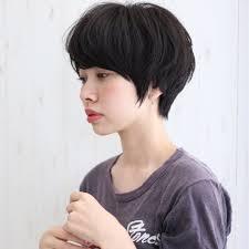 黒髪ストレートはショートヘアで大人かわいく周りと差をつけよう