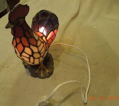 vintage tiffany style stained slag glass rooster accent lamp