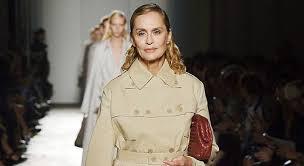 10 Mannequins Seniors Sublimes à Plus De 60 Ans