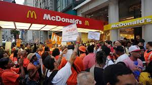 fast food protesters demand higher pay abc news