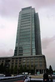 「丸の内ビルのゲルニカ画」の画像検索結果