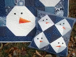 12+ Free Snowman Quilts & Projects - & Snowman quilt and pillow set   patchworkposse #christmas #snowman #pillow # quilt Adamdwight.com