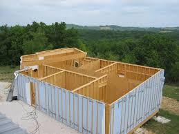 la maison en bois est actuellement une nouvelle tendance depuis qu il existe des structures en ossature facilitant la construction même par soi même