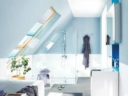 Auf dem boden liegt ein teppich. Badezimmer Mit Dachschragen Komfortabel Und Schick Zuhause3 De